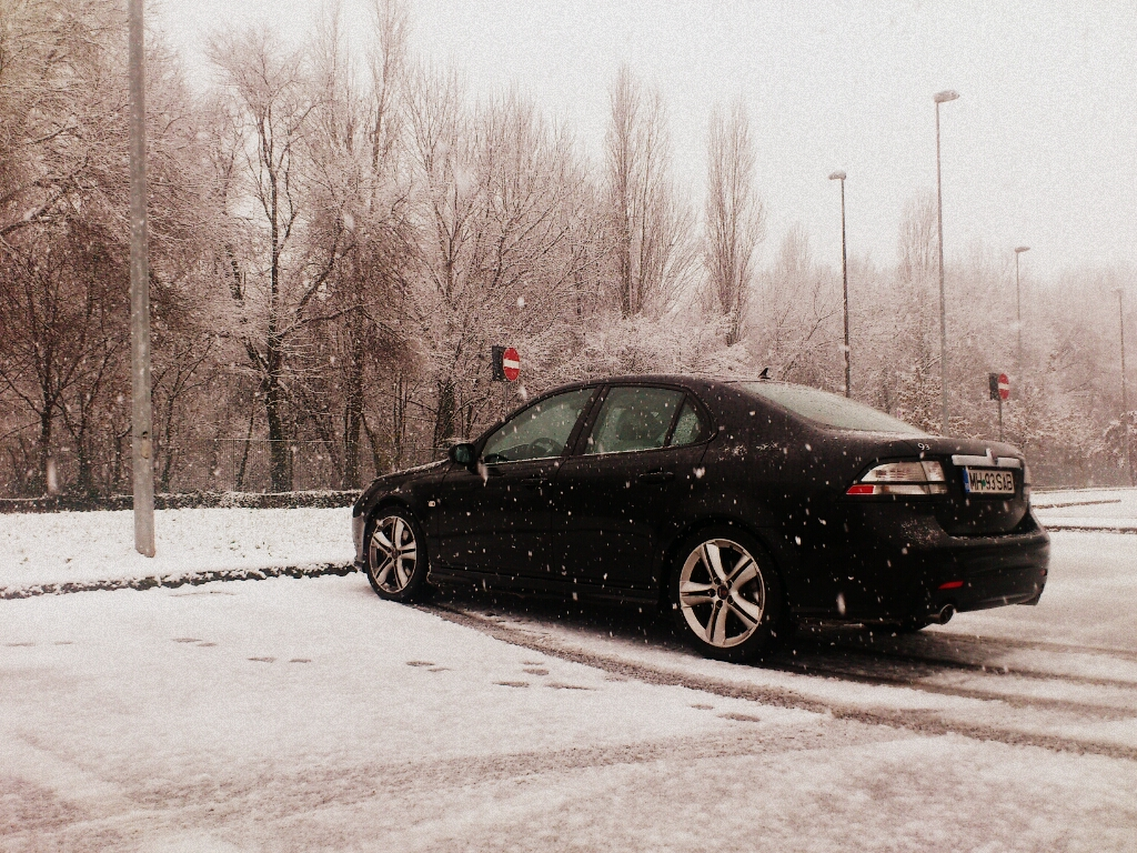 saab on snow.jpg